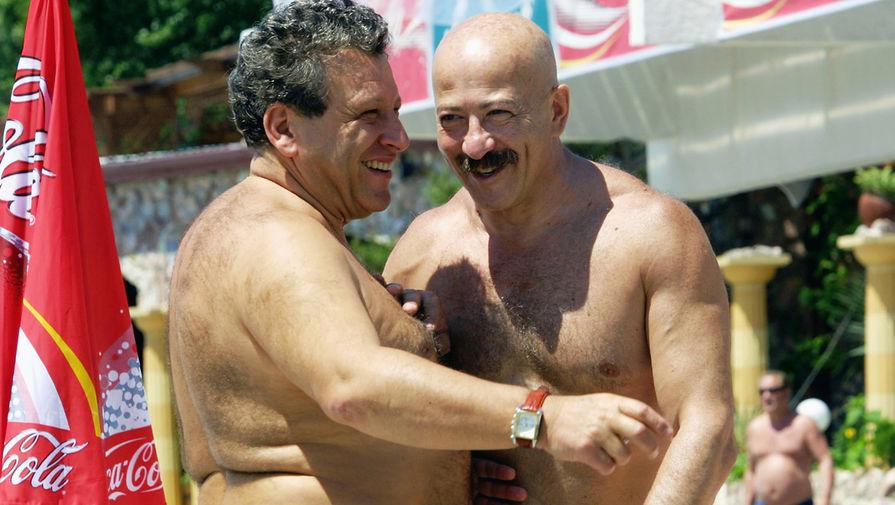 Борис Грачевский и Александр Розенбаум на сочинском пляже во время «Кинотавра», 2004 год