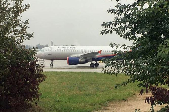 Самолет аэрофлота в аэропорту Женевы
