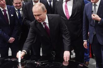 Президент России Владимир Путин принимает участие в церемонии открытия завода по производству легковых автомобилей «Мерседес-Бенц» концерна Daimler, 3 апреля 2019 года