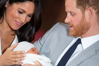 Назло всем: Меган не будет воспитывать сына по-королевски