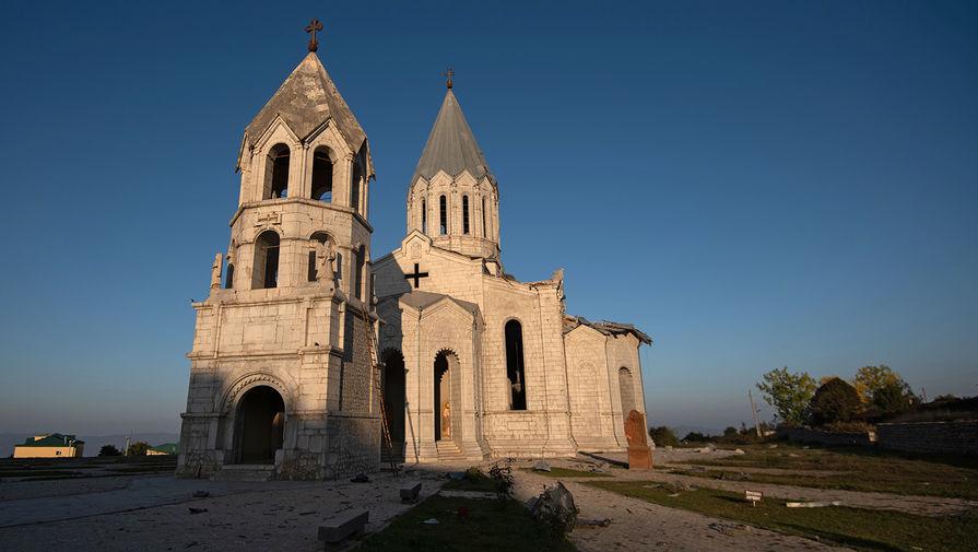 Поврежденный в результате обстрела собор Сурб Аменапркич Казанчецоц (Святого Христа Всеспасителя) в Шуши, 13 октября 2020 года