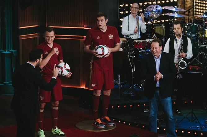 Игроки сборной России по футболу Денис Черышев и Артем Дзюба