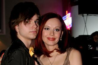 Актриса Ирина Безрукова с сыном на презентации фильма «Особо опасен» в рамках ММКФ, 2008 год