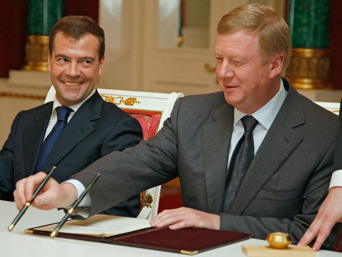 Президент России Дмитрий Медведев и глава «Роснано» Анатолий Чубайс во время церемонии подписания совместных документов по итогам российско-южнокорейских переговоров в Кремле, 2008 год