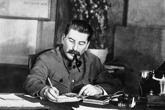 Мать Сталина была кухаркой, и он не переносил запаха готовящейся еды, однако поесть любил, в основном грузинскую еду — сациви и лобио, пхали из орехов, а также шашлыки, которые для гостей предпочитал готовить сам