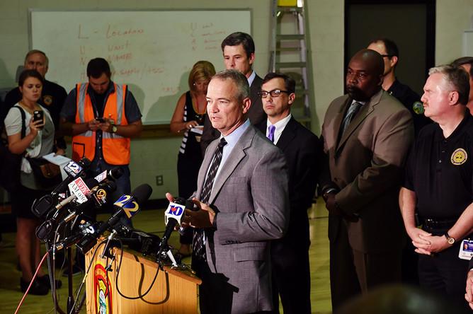 Специальный агент ФБР Эд Рейнгольд во время пресс-конференции в центре города Чаттануга, штат Теннесси, США