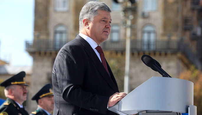 Президент Украины Петр Порошенко во время военного парада по случаю 26-й годовщины независимости...