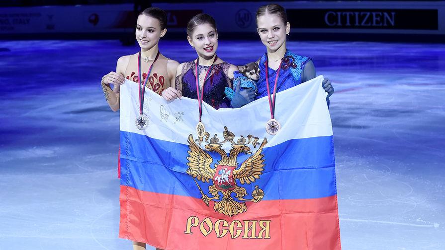 Анна Щербакова, Алена Косторная и Александра Трусова на церемонии награждения