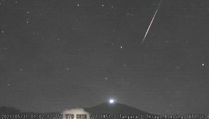 На бешеной скорости: атмосферу Земли прошил межзвездный метеор