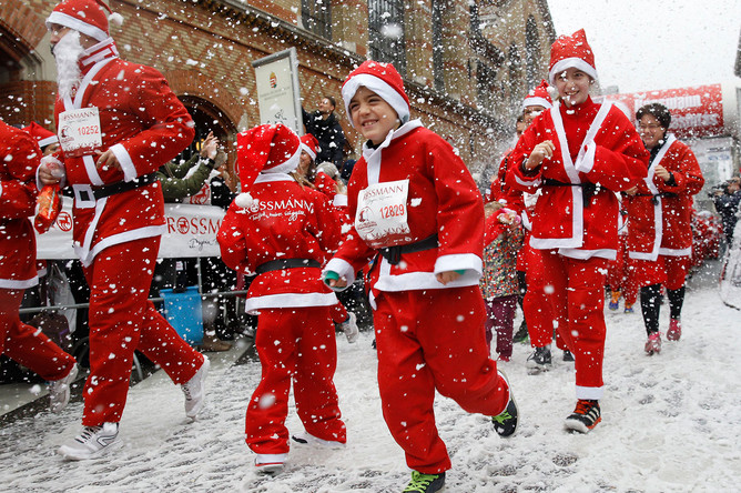 Забег Санта-Клаусов в Будапеште