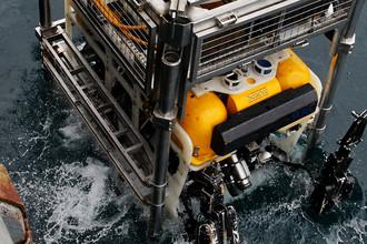 Спуск телеуправляемого необитаемого подводного аппарата «Пантера Плюс»