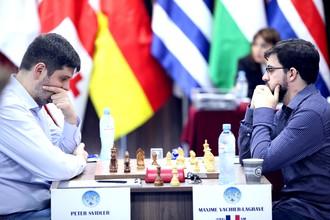 Российский шахматист Петр Свидлер (слева) и французский гроссмейстер Максим Вашье-Лаграв