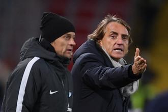 Главный тренер «Зенита» Роберто Манчини (справа) и его помощник Анатолий Тимощук