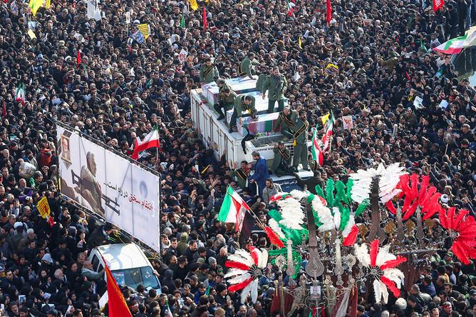 Во время церемонии прощания с генералом Касемом Сулеймани в Тегеране, 6 января 2020 года
