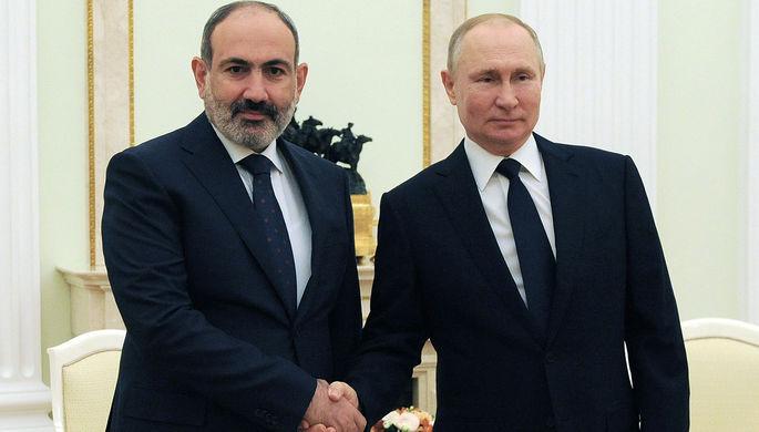 Президент России Владимир Путин и премьер-министр Армении Никол Пашинян во время встречи, 7 апреля 2021 года