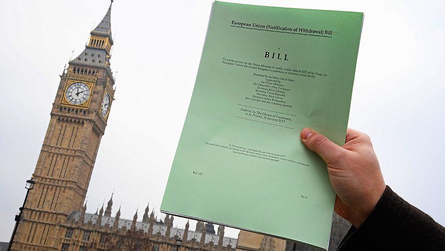 Handelsblatt рассказала о реакции ЕС на приостановку работы парламента Британии