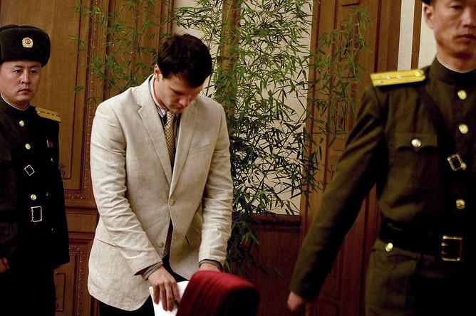 Американский студент Отто Вармбиер после ареста в Пхеньяне, 29 февраля 2016 года