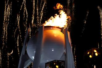 Зажжение Олимпийского огня во время церемонии открытия XXIII зимних Олимпийских игр в Пхенчхане, 9 февраля 2018 года