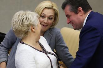 Депутаты Ирина Гусева, Ольга Тимофеева и Леонид Слуцкий во время пленарного заседания Госдумы, сентябрь 2017 года