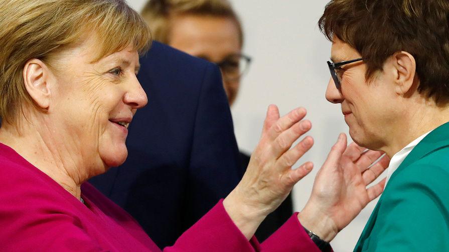 Генсек ХДС Аннегрет Крамп-Карренбауэр и канцлер ФРГ Ангела Меркель во время съезда партии в Гамбурге, декабрь 2018 года