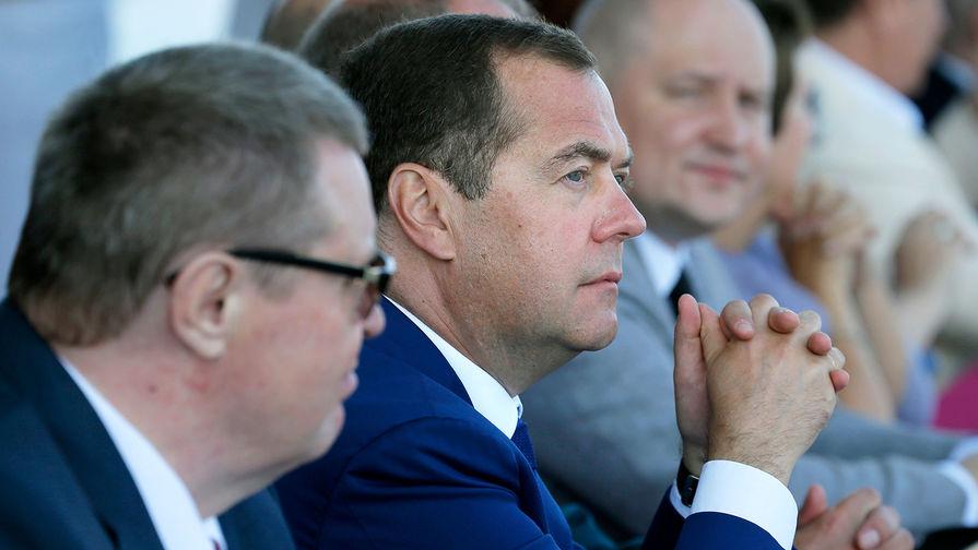 Медведев поздравил Медведчука с результатами выборов в Раду