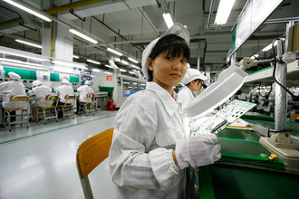 Производство компьютеров Apple на фабрике Foxconn в Китае