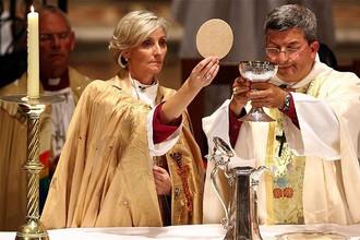 Консервативный архиепископ Кентерберийский положил немало сил на то, чтобы добиться посвящения женщин в сан епископа