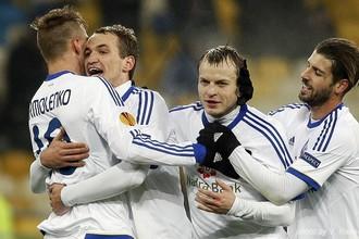 Киевское «Динамо» празднует забитый мяч в игре с «Рапидом»