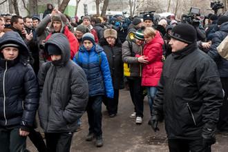 Учащиеся московской школы №263 покидают здание