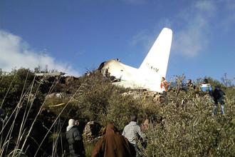 На месте крушения самолета С-130 «Геркулес» на востоке Алжира