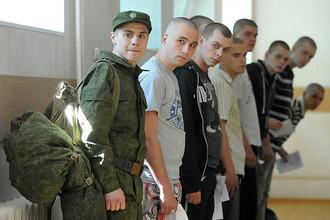 Призывники на Угрешском призывном пункте, Москва, 2011 год