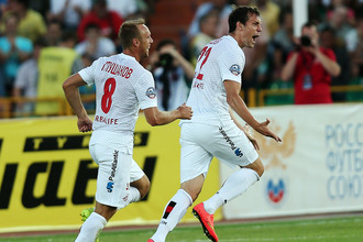 Артем Дзюба (справа) будет теперь партнером Дениса Глушакова не только по клубу, но и по сборной