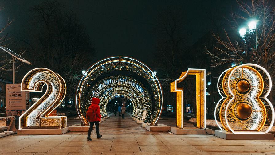 Новогодние украшения на Никитском бульваре, декабрь 2017