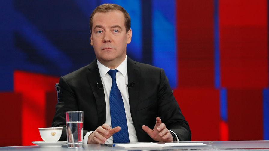 Председатель правительства России Дмитрий Медведев во время интервью российским телеканалам, 5 декабря 2019 года