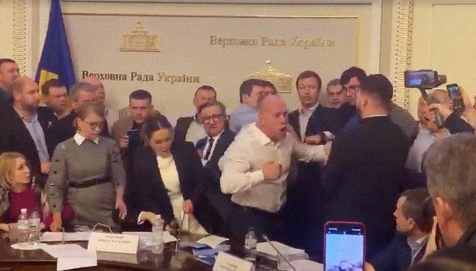 Сорвали заседание: новая потасовка в Раде