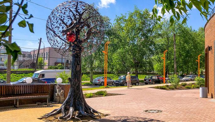 «Сатанизм» с согласия жителей: откуда в Кирове появился арт-объект со змеем-искусителем