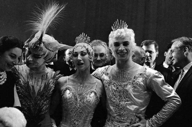 Справа налево: Рудольф Нуреев, Алисия Маркова, Сергей Головин, Нина Вырубова в постановке «Спящая красавица». Париж, 23 июня 1961 год