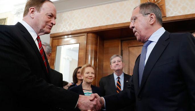 Сенатор от штата Алабама, председатель комитета Конгресса по ассигнованиям Ричард Шелби и министр...