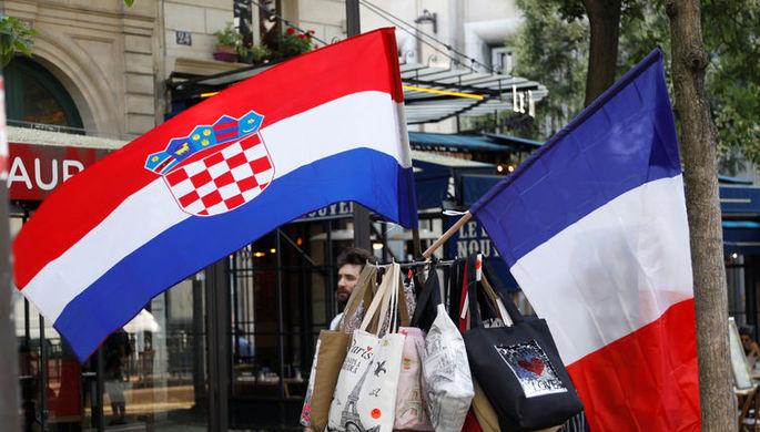 Флаги Хорватии и Франции в уличном киоске