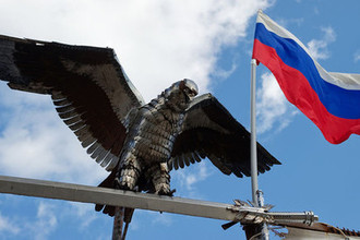 Железный орел на входе в парке «Патриот» в Севастополе, 2015 год
