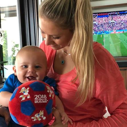 Анна Курникова с ребенком, июнь 2018 года