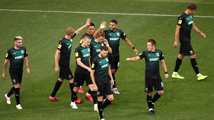 Футболисты «Краснодара» празднуют гол