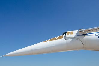 Сверхзвуковой пассажирский самолет Ту-144. Аналог французского «Конкорда». Отличительной особенностью самолета являлось изменение положения носа: в полете на сверхзвуковых скоростях нос поднимался и самолет принимал стреловидную форму