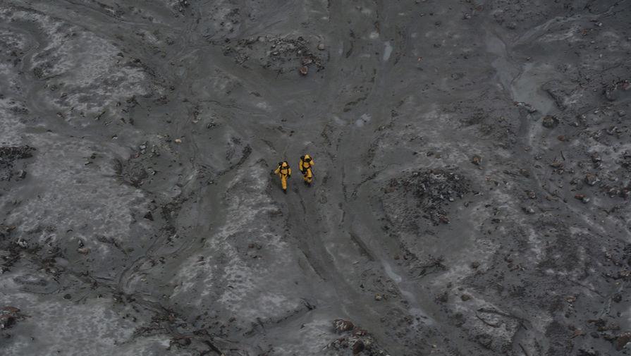 Спасательные работы по извлечению тел погибших в результате извержения вулкана в Новой Зеландии, 13 декабря 2019 года