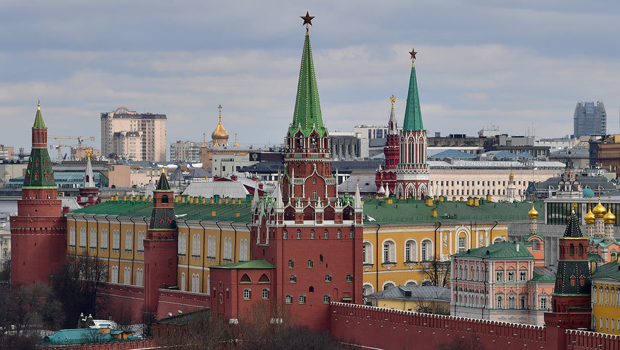 В Москве спасли упавшего в Москву-реку мужчину