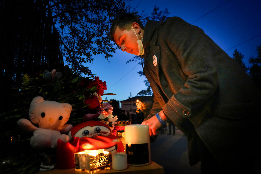 Как в России прощались с погибшими при стрельбе в Перми