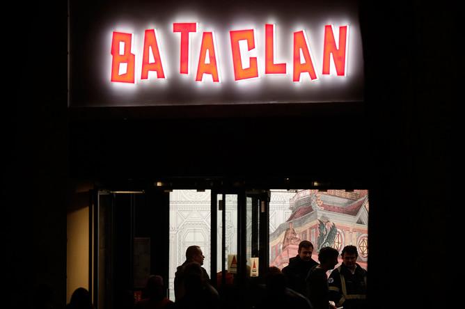 На входе в концертный зал «Батаклан» в Париже перед началом концерта британского певца Стинга