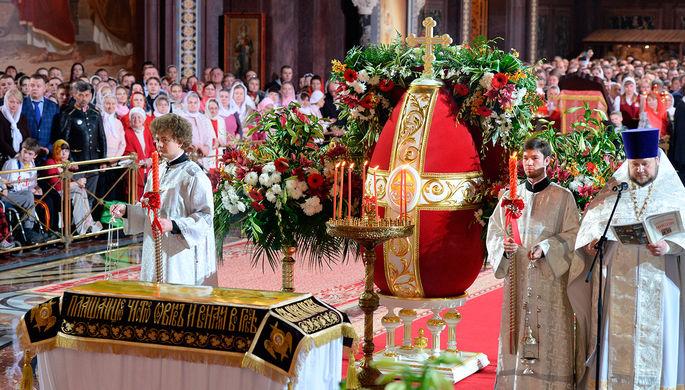 На праздничном пасхальном богослужении в храме Христа Спасителя в Москве
