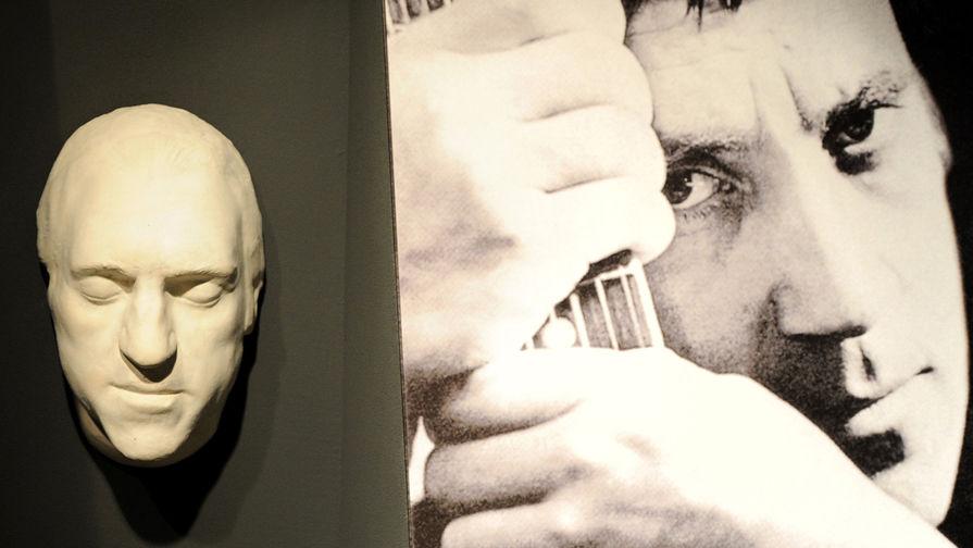 Посмертная маска Владимира Высоцкого из гипса