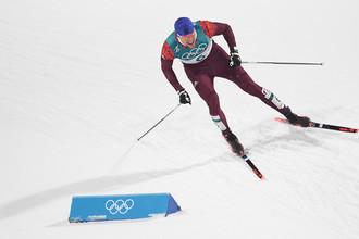 Российский спортсмен Александр Большунов на дистанции спринта среди мужчин в полуфинальных соревнованиях по лыжным гонкам на Олимпиаде в Пхенчхане, 13 февраля 2018 года